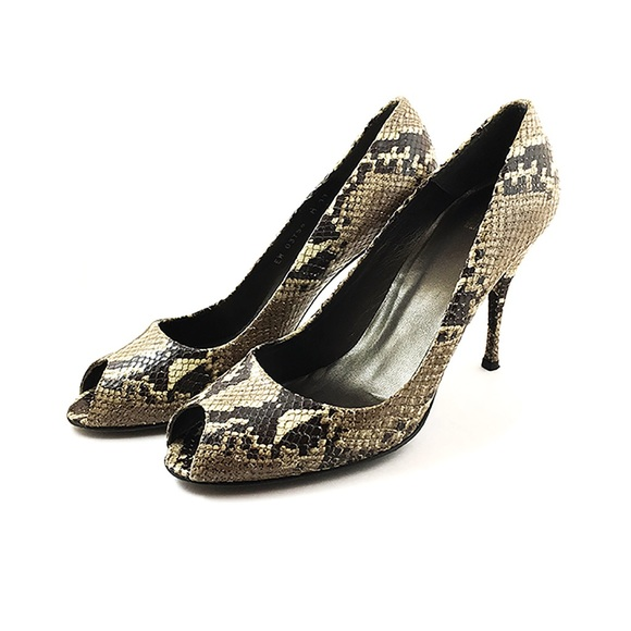 f325a5fa998 Stuart Weitzman Snakeskin Heels Size 11 US